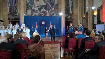 Juhász Törköly Krisztina, a Muzslai Petőfi Sándor MME elnöke átvette az Arany Érdemérmet (fotó: Kónya-Kovács Otília)