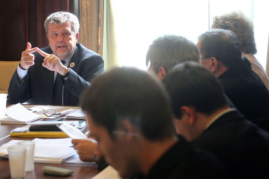 Csizmadia László elnök a NEA Tanács korábbi ülésén